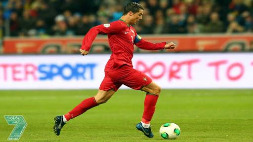 Pemain Sepak Bola dengan Lari Tercepat